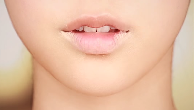 VOLUME LIP MAKEUP STEP 2 Image