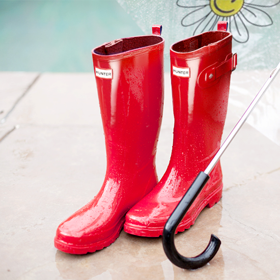 Red Hunter Boots 이미지
