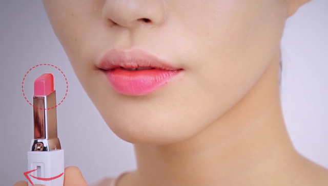 Two-Tone Lip Bar Gradation Makeup STEP 3 Image