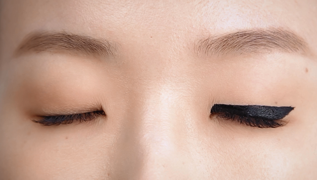 Alluring eye-line for single eyelid -step3