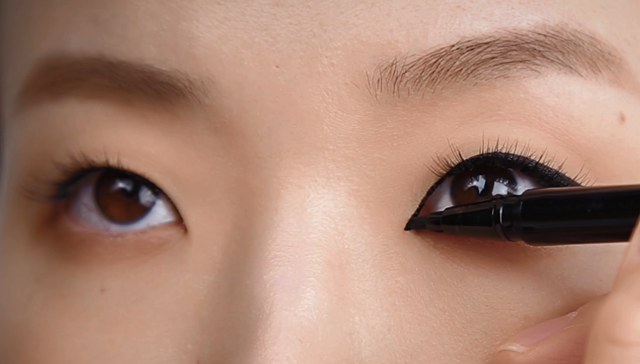 Alluring eye-line for single eyelid -step4